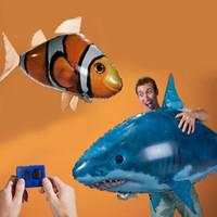 balão dos peixes voando controle remoto venda por atacado-IR RC Tubarão Nadador Tubarão Clownfish Flying Air Swimmers Montagem Inflável Natação Peixe Palhaço Controle Remoto Dirigível Balão Brinquedo Nadador de Ar