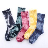 harajuku yüksek çoraplar toptan satış-2017 Unisex toptan Yeni moda yüksek performanslı pamuk çorap Harajuku sokak tarzı tüp renkli Kravat-boya çorap orta-manşet