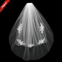 düğün örtülü şapkalar toptan satış-2019 Kısa Düğün Gelin Peçe Custom Made Dantel Beyaz Fildişi İki Katmanlar Tül Tarak Vail Aksesuarları Şapka Peçe Gelin Veils Aplike