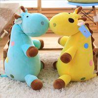 jirafa amarela plush venda por atacado-70 cm Venda Quente Macio Lying Girafa Travesseiro Azul / Amarelo Girafa De Pelúcia Brinquedo De Pelúcia Para Crianças Dos Miúdos Presente