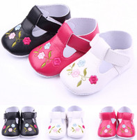 Wholesale Hook Plastic Buckle - Fashion Pu embroidered roses baby shoes first step neonatal soft soles baby bed shoes baby girl princess shoes