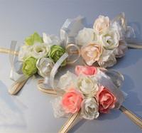 corsage armbänder großhandel-10 stücke 2017 Real Boutonnieres Hochzeit Prom Handgelenk Corsage Mit Armband Braut Blumen Dekorative Blumen kränze Kostenloser Versand