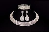 sistemas cristalinos del collar del diamante artificial de la joyería de la boda al por mayor-Novia vendedora caliente Classic Rhinestone Crystal Choker collar pendientes y pulsera Conjuntos de joyería de boda Accesorios de boda Joyería nupcial