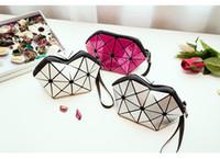 sac d'emballage pour cosmétiques achat en gros de-Nouveau sac cosmétique portable paquet géométrique sac à main grande capacité Étanche double sac de lavage sac de séparation humide et sec