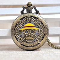 наручные часы магазин оптовых-Старинные Ретро Прохладный Бронзовый One Piece Mugiwara Пираты Полые Кварцевые Карманные Часы Череп Аналоговый Кулон Ожерелье Мужчины Женщины Ребенок Часы Подарок