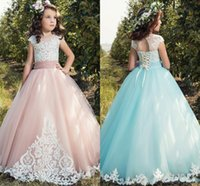 Blush Pink Light Blue Sweety Lace 2017 Neue A-Linie Blumenmädchen Kleider Jewel Illusion Appliques Tulle Tiered Rock Aankle-Länge Land Kleid
