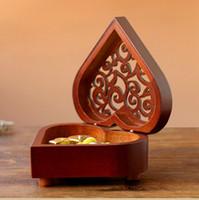 ingrosso scatole di legno per regali-Hot Classic Carving Wooden Heart Shape Music Box con la città del cielo Tone Best For Gifts