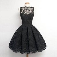 2017 Nouveautés Vêtements chauds Little Black Robes Illusion Lace Neck sans manches Ball Gown Short Zipper Back Homecoming Dress Livraison gratuite
