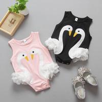 bebek beyaz tulum toptan satış-Yenidoğan bebekler romper kuğu sevimli bebek tek parça giyim dantel bebek tulumlar çocuklar toddler siyah beyaz yaz giysileri