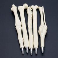 stift arzt großhandel-Skeleton Knochen-Stifte kreativer novely Kugelschreiberknochen geformter Stiftkrankenschwesterdoktorkursteilnehmer Briefpapierqualität freies Verschiffen für DHL drücken aus
