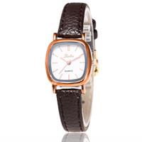 relojes para mujer precios al por mayor-Envío libre precio al por mayor moda femenina La nueva edición de han cinturón de moda relojes mujeres s mesa de moda pequeño dial señoras reloj high-gra