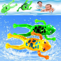 Vente en gros - Random Color Swimming Frog Batterie à piscine Pool Pool Cute Toy Wind-Up Swim Frogs Kids Toy