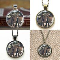 foto de la carretera al por mayor-10 unids The Beatles Abby Road Jewelry Glass Photo Necklace keyring bookmark gemelos pulsera del pendiente