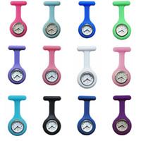 relógios de enfermagem frete grátis venda por atacado-Promoção Presentes de Natal Colorido Enfermeira Broche Fob Túnica Relógio de Bolso Capa de Silicone Enfermeira Relógios 20 Cores Frete Grátis 100 pcs