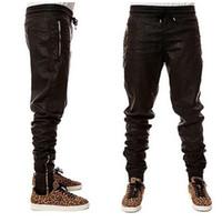 hip hop deri kıyafetler toptan satış-Stokta Serin Adam Yeni Kanye West Hip Hop Büyük Snd Tall moda Fermuarlar Jogers Pantolon Joggers Dans Kentsel Giyim Mens Faux Deri Pantolon