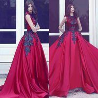 eşsiz zarif gece elbiseleri toptan satış-Benzersiz Gotik Kırmızı Saten Uzun Tren Siyah Aplikler ile Dantel Abiye giyim Zarif Prenses Jewel Kolsuz Balo Parti Elbiseler BA3924