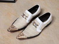 Hommes Pointus Chaussures Blanches Pas Cher-Luxe Hommes Mode 2017 Rivets Fer Pointe Toe Flats Rhinestone Glitter Hommes Véritable Hommes Mariage Chaussures Parti Blanc Dress Hommes Flats