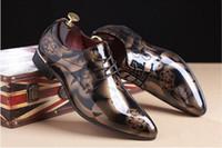 zapatos únicos para hombre de diseño al por mayor-2018 Nuevos zapatos de boda para hombres Zapatos de cuero de diseño puntiagudo para hombres Zapatos casuales únicos para hombres 4 colores