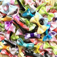 Handmade Bowknot Dog Hairpin Pet Bow Accessoires Clips de cheveux Puppy chats de chat Couleur de mélange en gros Fashion Dog Barrette 100pcs / lot PD052