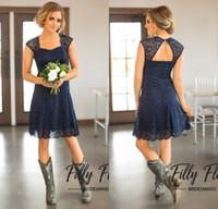 vestidos de damas de honor de la marina al por mayor-2018 Corto Azul Marino Encaje Vestidos de dama de honor Mangas rematadas Hasta la rodilla Vestidos de dama de honor Vestido de dama de honor de campo barato