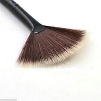 accesorios para ventiladores al por mayor-Venta al por mayor nuevas herramientas cosméticas accesorios Fan Shape Maquillaje Cepillo mezcla Highlighter Face Powder Brush 1 Pc