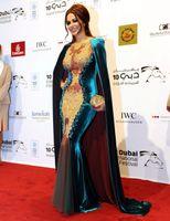 veludo dourado de azul royal venda por atacado-Jwana Karim Bateau Pescoço Árabe Dourado Apliques Sereia Vestidos de Noite De Veludo Longo Envoltório Voltar Zipper Formal Partido Prom Vestido Vestido de Celebridade