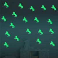 ingrosso adesivi animati scuri dell'animale-10 pz / set colorato luminoso casa glow in the dark unicorno animale forma wall stickers decal per bambini baby camere hallowmas fluorescente sticker