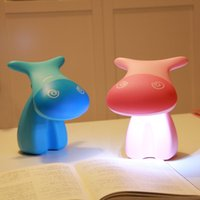 Vente en gros- Lovely Cartoon Cow Desk Étude Lampe Mignon Rechargeable 0.8W 12 LED Tbale Light Chargeur AC pour enfants Étudiant Apprentissage de la lecture