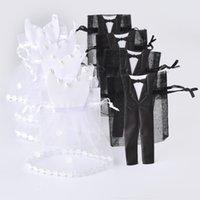 sac cadeau mariée achat en gros de-Organza cordon sac de bonbons 25 * smoking 25 * robe mariée marié faveurs de mariage partie cadeau sac WB06