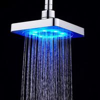duchas chuveiros venda por atacado-venda casa de banho quente Praça fluxo de água ajustável Romântico Duche LED automático da cabeça para o transporte livre de Banho