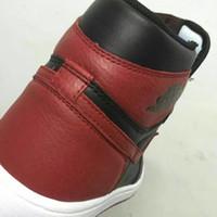ingrosso solo scatole-Con OG Box 1 Classic 1s scarpe da basket allevate in alto scarpe da basket OG versione di fabbrica Michael Sports Only