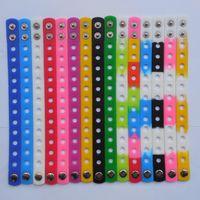 encantos de sapato pulseiras de silicone braceletes venda por atacado-Venda quente! Frete grátis 50 Pcs Pulseira De Silicone Pulseira Serve Encantos De Sapato, 18 cm apto para as crianças, cores misturadas
