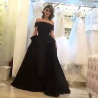 vestido de princesa de longitud de té negro al por mayor-2017 Vestidos de noche negros Princesa fuera del hombro Vestidos de longitud de té con vestidos largos de celebridades