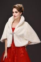 boleros parti elbiseleri toptan satış-Yüksek Kaliteli Fildişi Faux Fur Düğün Kokteyli Kış Gelinlik Ceketi Shawl Evlilik Shrug Coat Parti Bolerosu Kristal Broşlı
