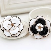 Vente en gros- B16 CC Enamel Camellia Fleurs Famous Luxury Brand Channel Bijoux 2016 Nouveaux broches Pins Broaches For Women Sweater Dress Lapel