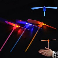 Barato Eletrônica Barato Dos Miúdos-New Led Luminous Flying Light Up Brinquedos Flashing Bamboo Dragonfly Electronic Cheap Kids Gift Party Decoração F20171461
