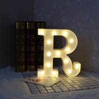 letras de la lámpara al por mayor-Marquee Sign Alphabet Lamp 26 Letters White LED Light que brilla en las lámparas oscuras para la decoración del hogar 18jh B R