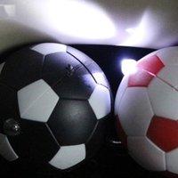novidade luzes pingente venda por atacado-Corrente Chave criativa Lanternas Novidade Presente Brilhante Futebol Chaves Chains Pingente de LED Com Luz Lanterna Universal 0 8js