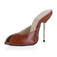 sandalias marrones peep toe al por mayor-2017 PU Mujeres Verano Estilo Sandalias Zapatos Slip On Tacones de Metal Peep Toe Zapatos de Fiesta de Moda Negro Marrón Barato Sandalia de Zapatos modestos