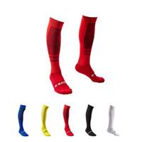 nuevo calzado de futbol al por mayor-Nuevos calcetines de fútbol para hombres calcetines de ciclismo Calzado largo de fútbol Calientapiernas de invierno para mujeres espesar deportes de algodón Chaussette
