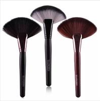 cosméticos maange al por mayor-MAANGE Professional 1pc Soft Makeup Big Fan Brush Blush Foundation Maquillaje herramienta Big Fan Cosmetics Brushes