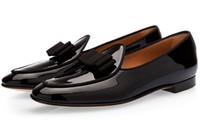 mocasines de vestir de cuero para hombres al por mayor-LTTL Hombres de lujo de charol Mocasines Slip-on Bowtie Flats zapatos de boda del partido de los hombres zapatos de vestir para hombre