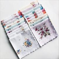 lenço de lenço vintage venda por atacado-100% cortador de lenço de algodão artesanato de lençois de damas Molho de lenço de casamento floral de feericamente Vintage Hanky Suporte 30 * 30cm de cor aleatória