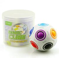 futebol mágico venda por atacado-Rainbow Ball Magic fidget Cubo de 2.5 polegadas Enigma Bolas Cubo 12 Furos coloridos Pequenas Bolas de Inteligência de Futebol fidget brinquedos mágicos presentes