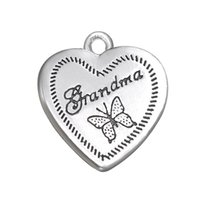 Design populaire Antique Silver Plated Heart Shape Butterfly Charm For Grandma Bijoux Cadeaux