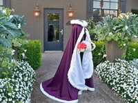 schwarze wickelstöcke großhandel-2019 hochwertige Braut Cape mit Kapuze Hochzeit Mäntel mit Kunstpelzbesatz rot weiß perfekt für den Winter lange Wraps Jacke billig benutzerdefinierte