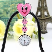 Barato Relógio De Clipe Rosa-Atacado-Pink Color Heart Shape Fob Pocket Watch Brooch Cute Smile Face Enfermeira Quartz Clip-on Enfermeira Salesgirl Waitress Professor Hot Selling