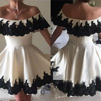 Barato Imagens Pretas Da Forma-Real Image Bateau Neckline Black Lace Applique Homecoming Vestidos A Line Little Prom Gowns Short Length Fashion Cocktail Dress