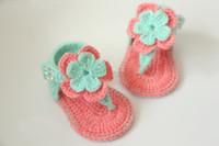 sapatinhos de crochê de bebê venda por atacado-Atacado-New Summer flores sapatos de bebê, sapatas do bebê gladiador, Crochet bebê Booties sapatos tamanho: 9cm, 10cm, 11cm