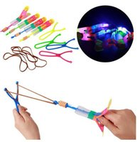 Atacado- Grande helicóptero surpreendente Boomerang Sling Shot Light-Up LED Shoot Up Arrow Flying Toy-22CM